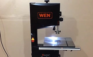 WEN Benchtop Bandsaw With LED Light