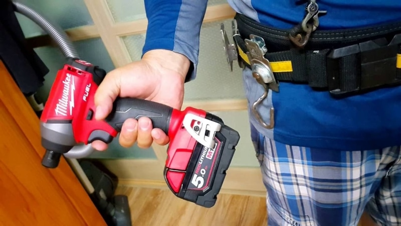 Working with Milwaukee 2753-20 Impact Driver