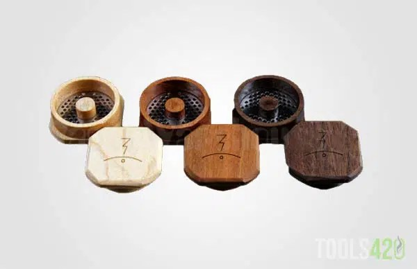 Magic Flight Grinder in different types of wood. Maple, Cheery and Walnut.
