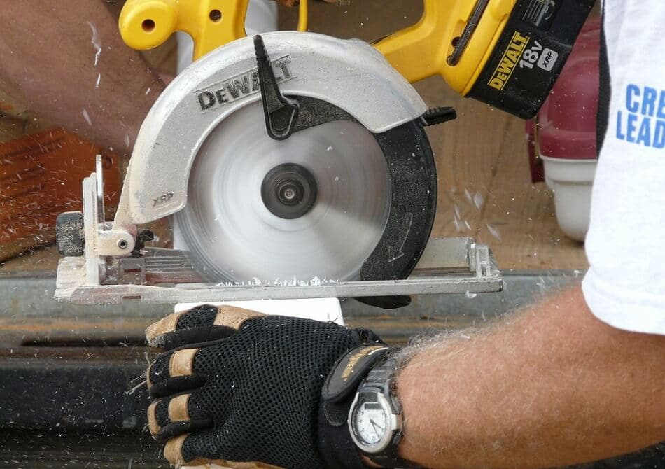Best Cordless Circular Saw for Beginners in 2021 (Top #7 Pick)