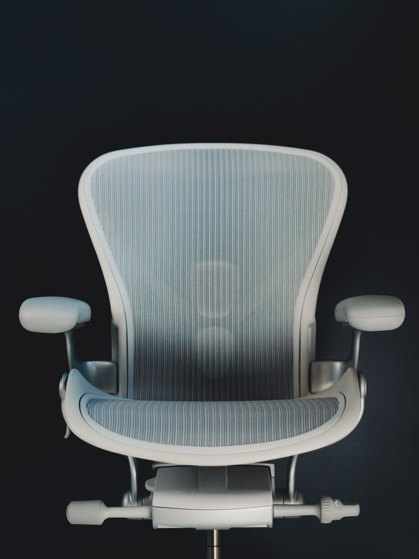office chair you sit backwards swivel executive a review of the remastered herman miller aeron