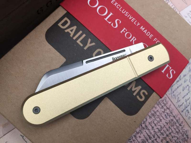 lionsteel_collectorknives_Roundhead_shuffler_dom-Daily-Customs-Scales-TFG-Edition_brass