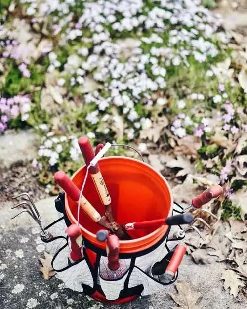 Create a Makeshift Tool Bucket