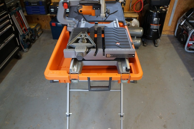 ridgid 8 tile saw 02 tools in action