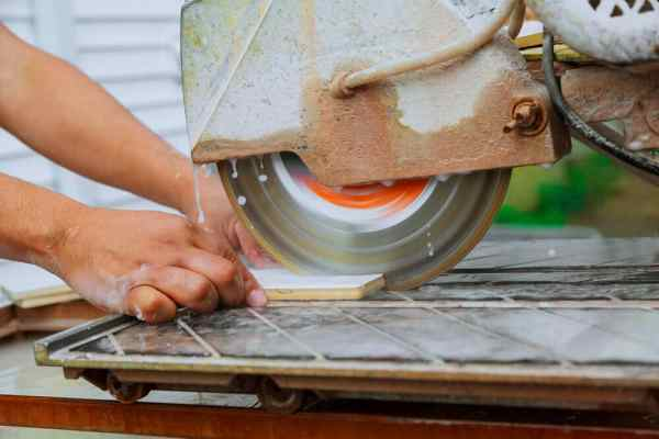 How to Use a Wet Tile Saw Safely