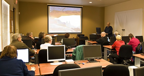 SaddleBrooke Computer Club classroom is outfitted with PCs, Macs, audio-visual aids, and all the software programs that we teach.