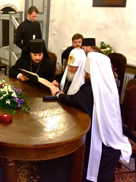 Patriarh Kirill teeb sissekande külalisteraamatusse