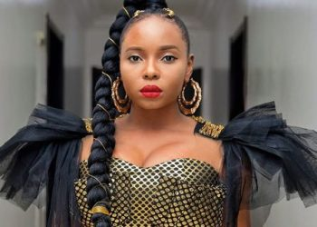Yemi Alade Love Struck After Getting Kissed By Actor, Djimon Hounsou « tooXclusive