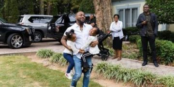 See This Beautiful Family Picture Of Davido, Dad & His Daughters At An Event In The US « tooXclusive
