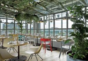 Über den Dächern Berlins im Restaurant Neni - Foto: stephanlemke.com für 25hours Hotels