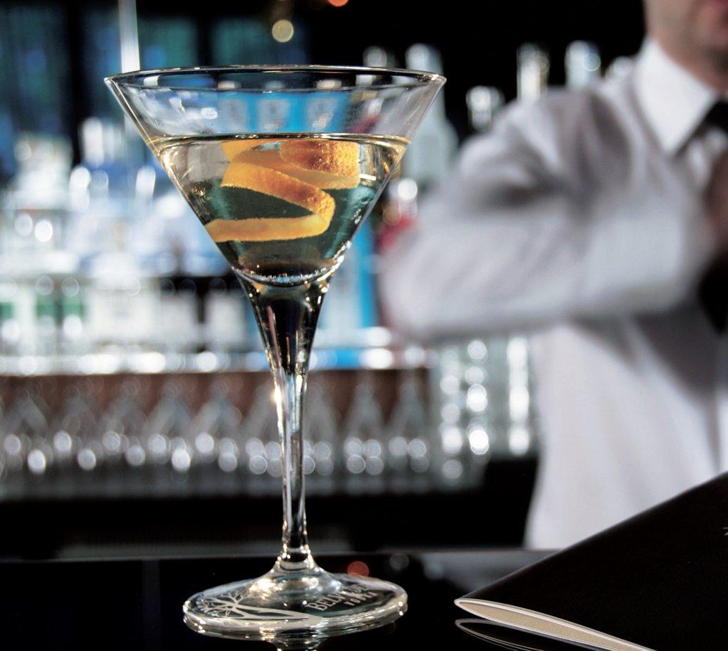 Einen trockenen Martini in der Vesper Bar - Top Magazin Berlin