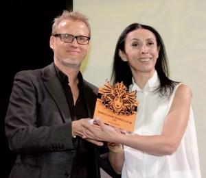 Laudator Falk Richter mit der Preisträgerin Shermin Langhoff - Foto: Pedro Becerra - STAGEVIEW.de