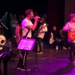 Coldplay's Chris Martin Sings With 8th Graders