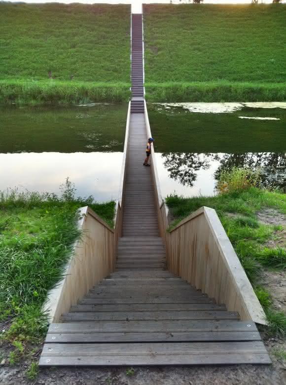 escada sobre ponte holanda2