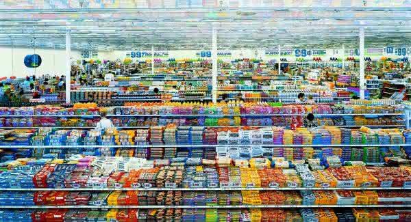99 cents II Andreas Gursky uma das fotos mais caras de todos os tempos