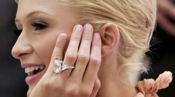 Paris Hilton anel