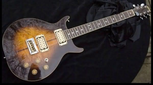 guitarra Bob Marleys Custom Washburn Hawk