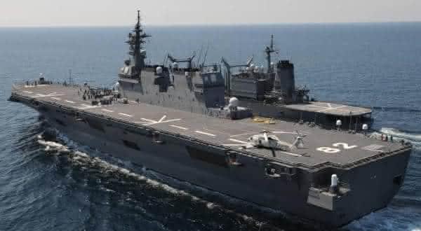 Izumo um dos maiores navios de guerras do mundo