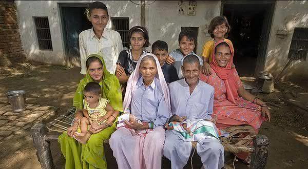 Omkari Panwar a mulher mais velha a dar aluz