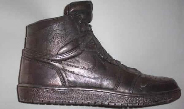 sapato feito em couro e prata michael jordan nike