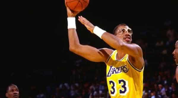 Kareem Abdul-Jabbar entre os melhores jogadores de basquete de todos os tempos