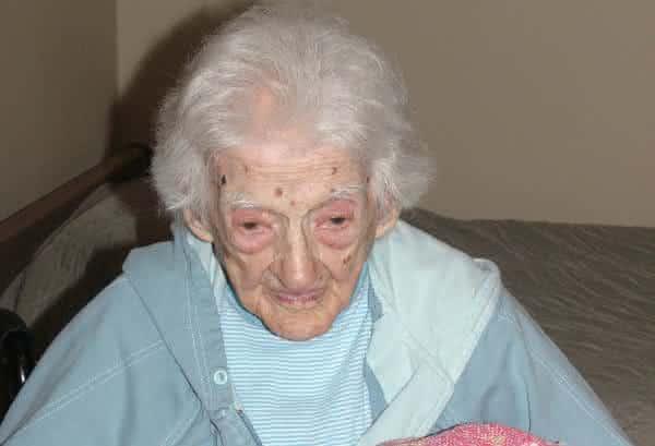 Sarah Knauss entre as pessoas mais velhas do mundo