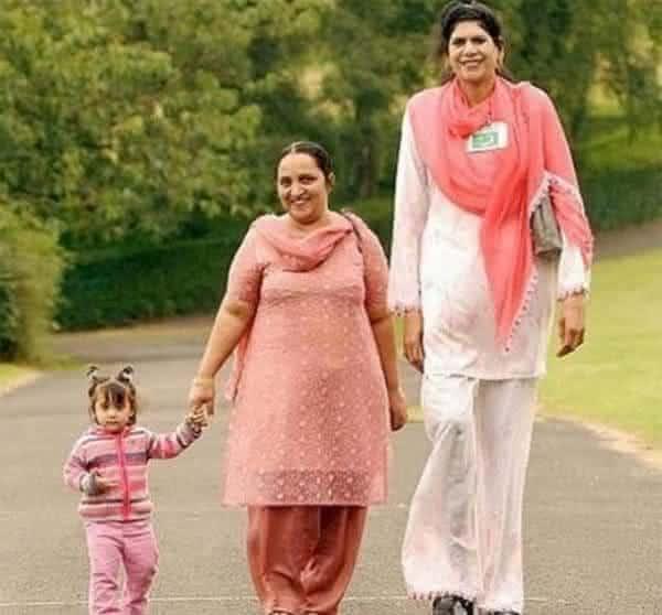 Zainab bibi entre as mulheres mais altas da historia