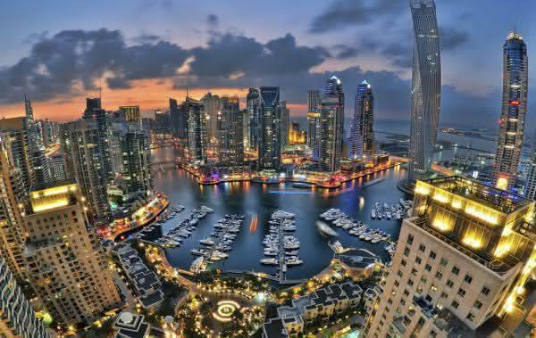 emirados arabes unidos entre os paises mais ricos do mundo