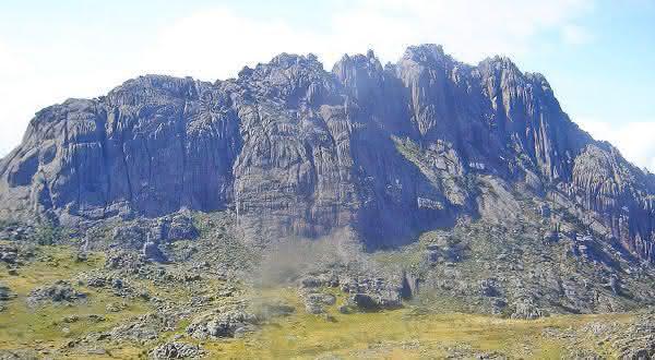 pico das agulhas negras entre os picos mais altos do brasil