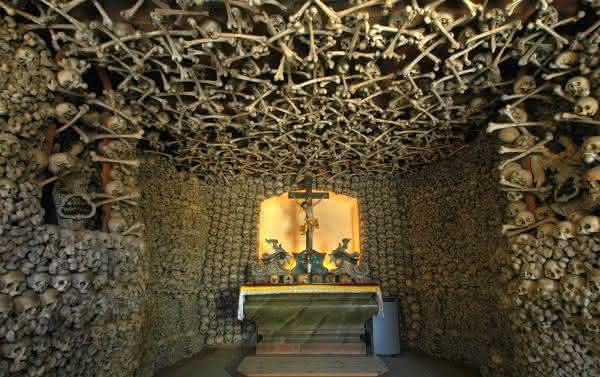 capela dos ossos entre as relíquias mais misteriosas do mundo