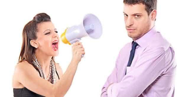 reclama muito entre os erros que as mulheres cometem em um relacionamento