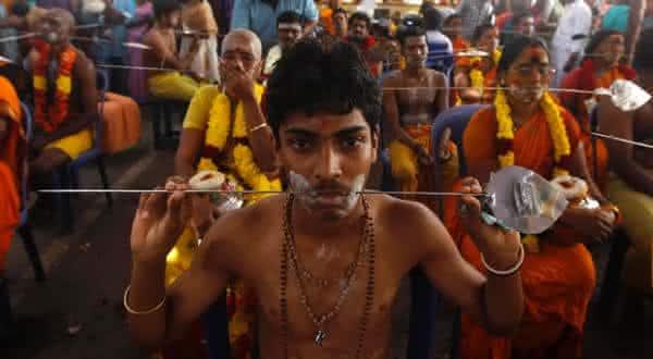 Festival de Piercings Hindu Thaipusam entre as mais bizarras tradicoes no mundo