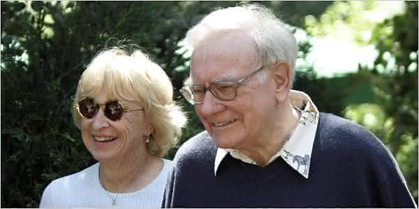 Warren Buffett Astrid Menks entre os casais mais ricos do mundo