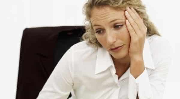 espera sempre o pior entre erros que as mulheres cometem em um relacionamento