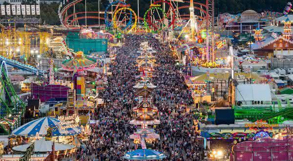 Oktoberfest entre os melhores festivais de bebidas do mundo