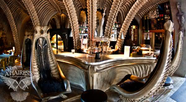 The H R Giger Bar entre os bares mais bizarros do mundo