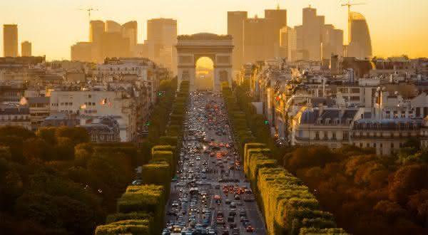 Champs-Elysees entre as ruas mais famosas do mundo