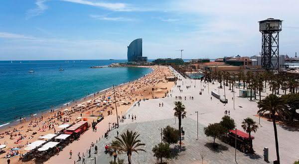 barceloneta  entre as praias urbanas mais bonitas do mundo