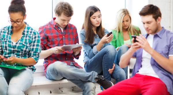 comunicacao sinais de que voce e viciado em redes sociais