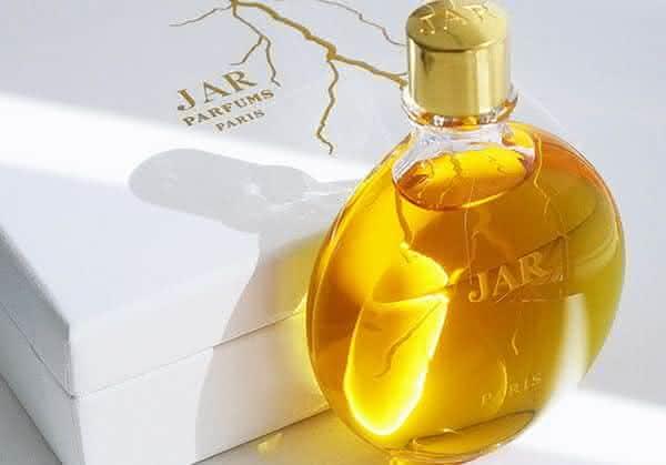 jar bolt of lightning entre os perfumes femininos mais caros do mundo