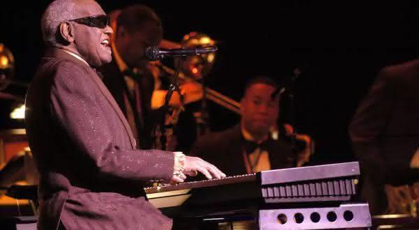Ray Charles entre os melhores cantores de todos os tempos