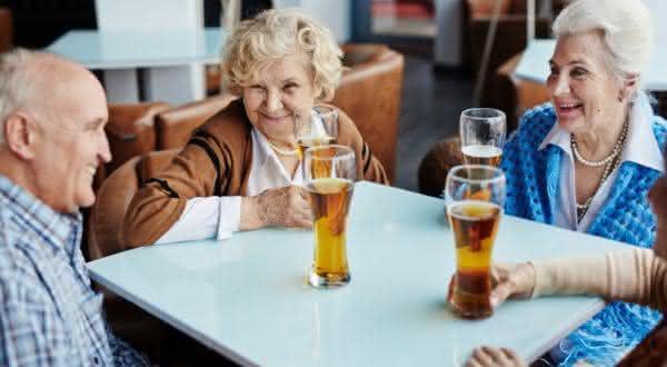 ataques cardiacos entre as razoes pelas quais voce deve beber mais cerveja