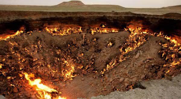 Cratera Darvaza entre os portais para o inferno que você pode visitar
