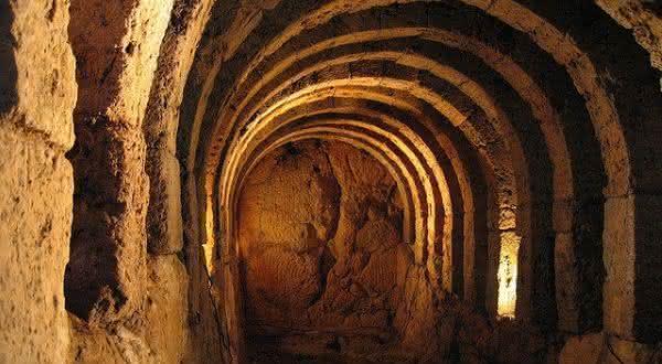 Necromanteion of Ephyra entre os portais para o inferno que você pode visitar