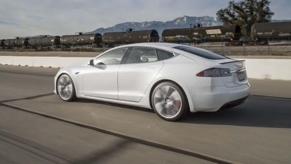 Tesla Model S P100D entre os sedan 4 portas mais rapidos do mercado