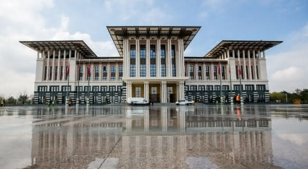 Ak Saray entre os maiores palácios do mundo