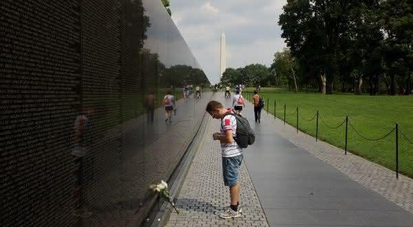 Monumento aos Veteranos do Vietname entre os muros mais famosos do mundo