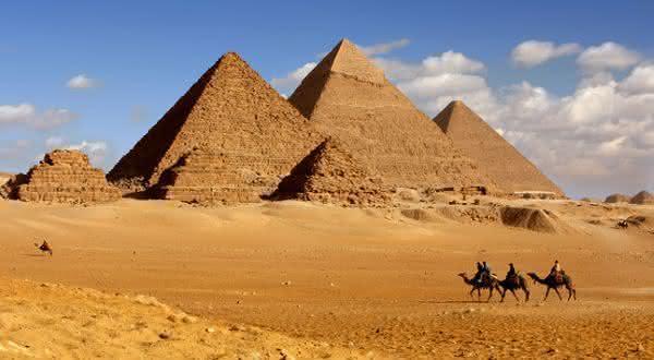 Piramide de Queops entre as maravilhas do mundo