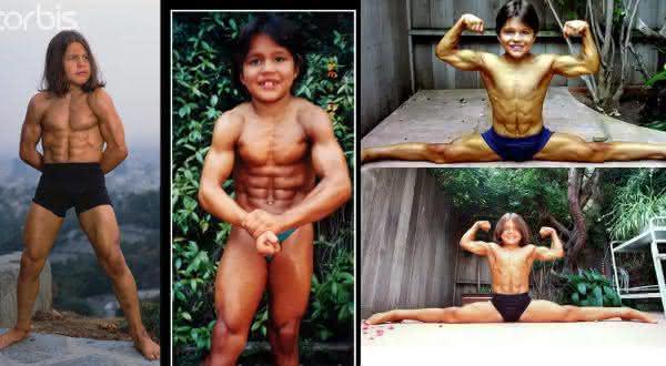 Richard Sandrak entre as criancas mais fortes do mundo