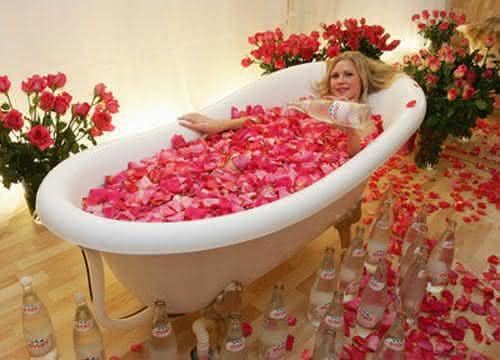 Evian Bath entre os tratamentos de beleza facial mais caros do mundo